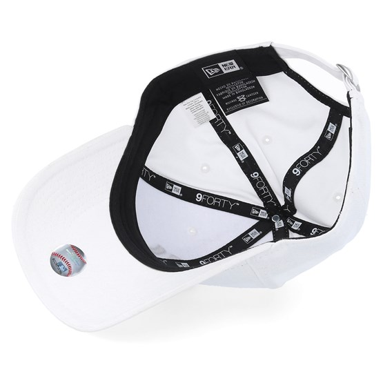 a84b32f0 NY Yankees 940 Basic White/Black - New Era caps - Hatstoreworld.com