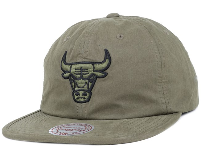 309f7f86c15 Chicago Bulls Outdoor Low Prow Olive Strapback - Mitchell   Ness ...