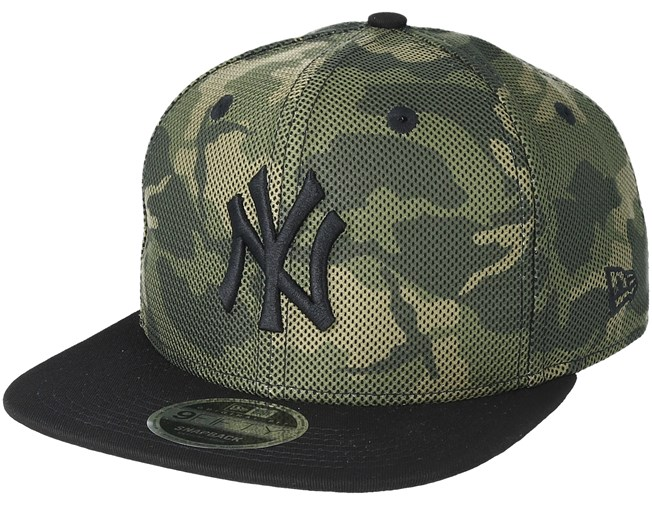 f84fd4bca64 New York Yankees Mesh Overlay 9Fifty Camo Snapback - New Era caps -  Hatstoreworld.com