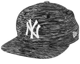 New York Yankees Engineered Fit 9Fifty Black/White Snapback - New Era