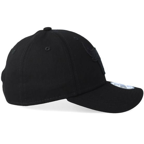 Kids Chicago Bulls 9Forty Black Black Adjustable - New Era caps -  Hatstoreworld.com ef4719396671