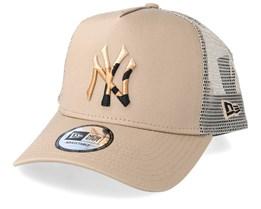 New York Yankees Camo Infill Camel Trucker - New Era