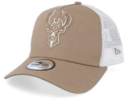 Milwaukee Bucks Essential Camel/White Trucker - New Era