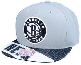 Brooklyn Nets Slash Century Grey/Black Snapback - Mitchell & Ness