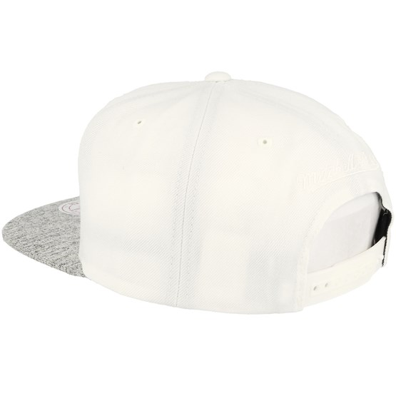 purchase cheap ccef4 608b1 Chicago Bulls Solid Crown Space Knit Visor Cream White Snapback - Mitchell    Ness caps   Hatstore.co.uk