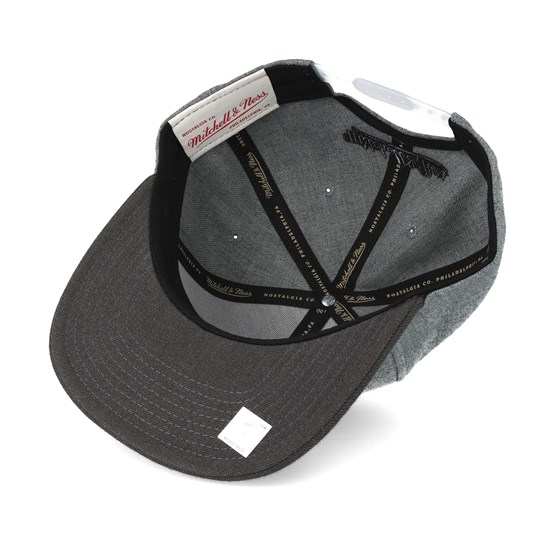 5b98c67262f Chicago Bulls Heather Reflective Grey Snapback - Mitchell   Ness caps