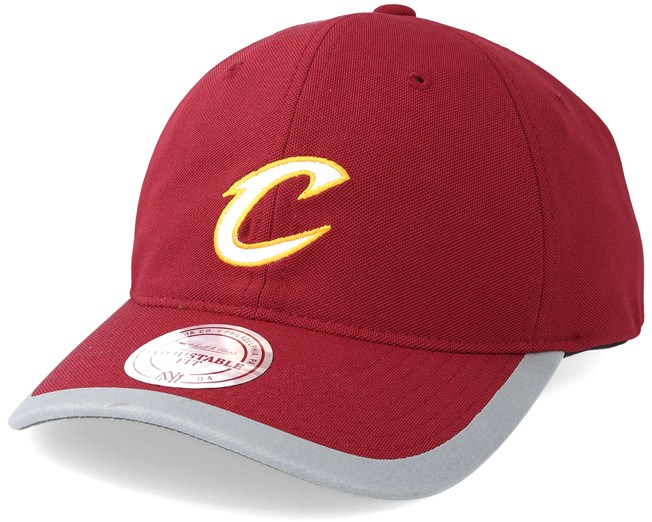 Cleveland Cavaliers Running Reflective Trim Slouch Red Adjustable - Mitchell    Ness cap - Hatstore.co.in 4604b26474a9