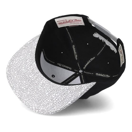 big sale c3aee 21360 Chicago Bulls Cracked Iridescent Black Snapback - Mitchell   Ness caps -  Hatstoreworld.com