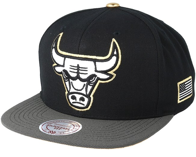 b8a53e89502 Chicago Bulls Gold Tip Black Snapback - Mitchell   Ness caps -  Hatstoreworld.com