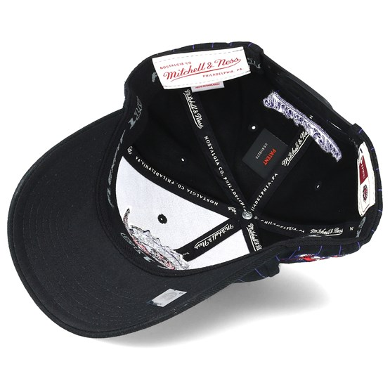 005deca4b22 Toronto Raptors Pinstripe Black Adjustable - Mitchell   Ness caps -  Hatstoreworld.com