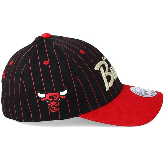 d1dc4d62bd5 Chicago Bulls Pinstripe Black Adjustable - Mitchell   Ness caps -  Hatstoreworld.com