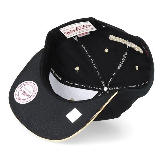bdc08954bcf Chicago Bulls Gold Standard Black Snapback - Mitchell   Ness caps -  Hatstoreaustralia.com