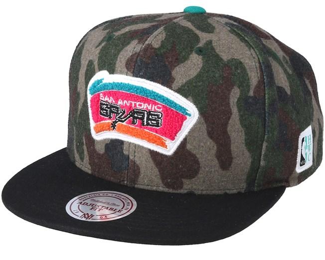 on sale 1873a 56059 San Antonio Spurs Flannel Camo Black Snapback - Mitchell   Ness caps -  Hatstoreworld.com