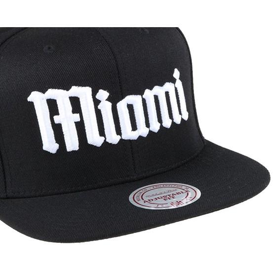 5421c3bc0d99e Miami Heat Gothic City Black Snapback - Mitchell   Ness caps ...